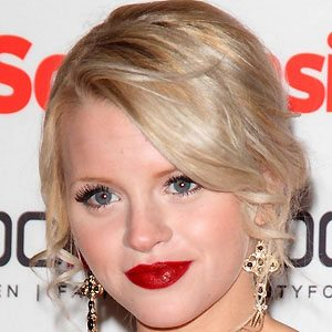 Hetti Bywater Real Phone Number Whatsapp