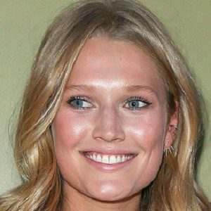 Toni Garrn Real Phone Number Whatsapp